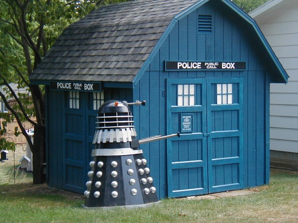 TARDIS Shed and Dalek [Image]